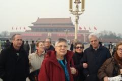 Davanti al mausoleo di Mao a Tian'Ammen